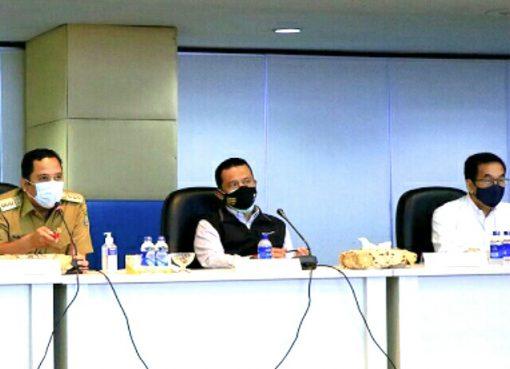 Walikota Tangerang Arief R. Wismansyah, Kepala Korwil 2 KPK RI Asep Rahmat dan Dirut Angakasa Pura II Muhammad Awalanuddin saat menjeleskan kondisi aset AP II.(Foto: Istimewa)